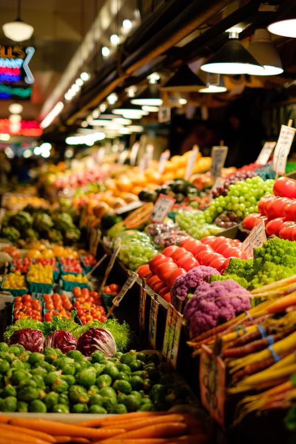 прилавок с органичными овощами