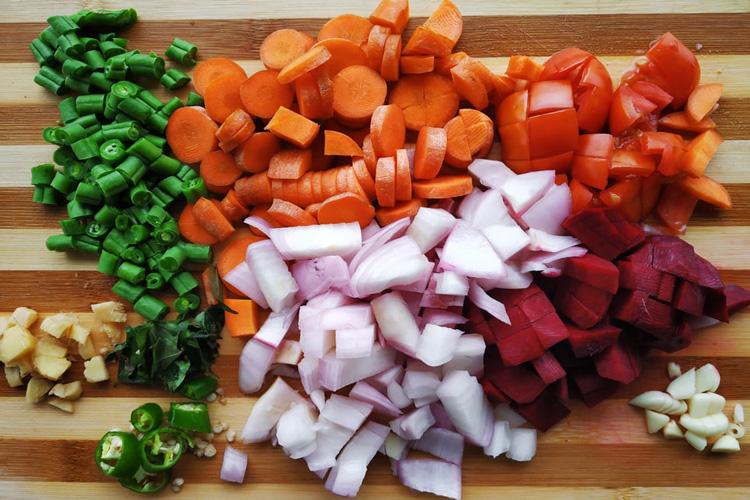 нарезаные овощи кубиком